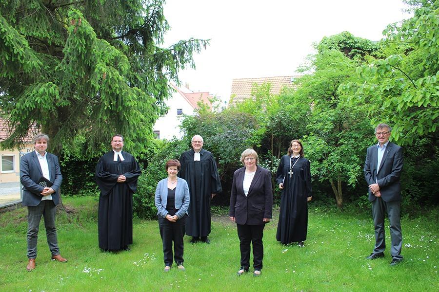 Im Martinshof Werden Zwei Diakoninnnen Ins Diakonenamt Eingesegnet